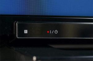 телевизор не включается индикатор горит красным
